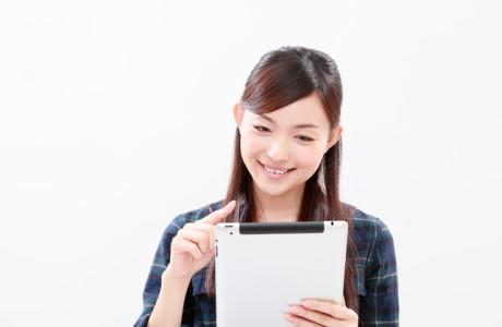 ソフトバンクのiPadを使っている女性