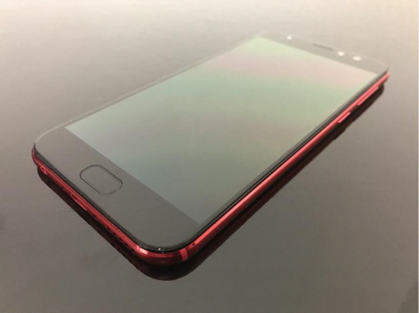 ZenFone 4 Selfie Proの正面