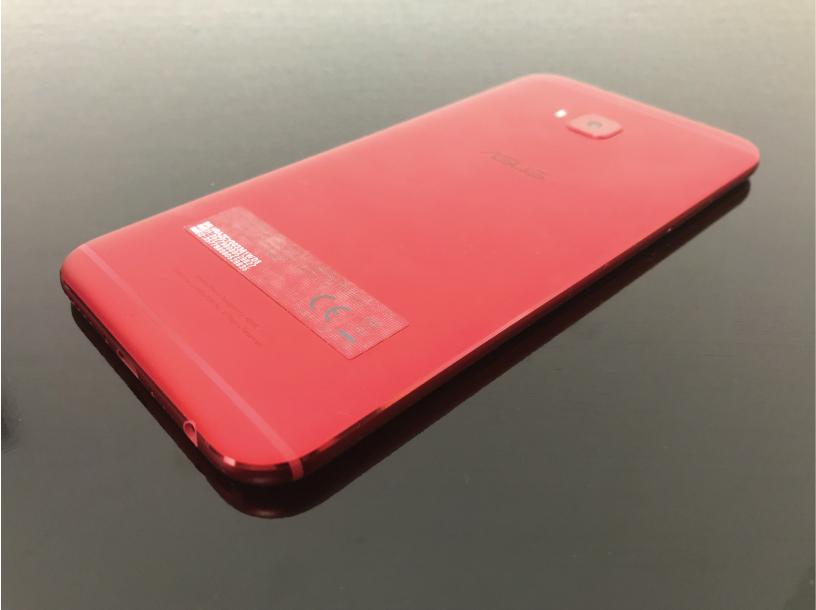 ZenFone 4 Selfie Proの背面