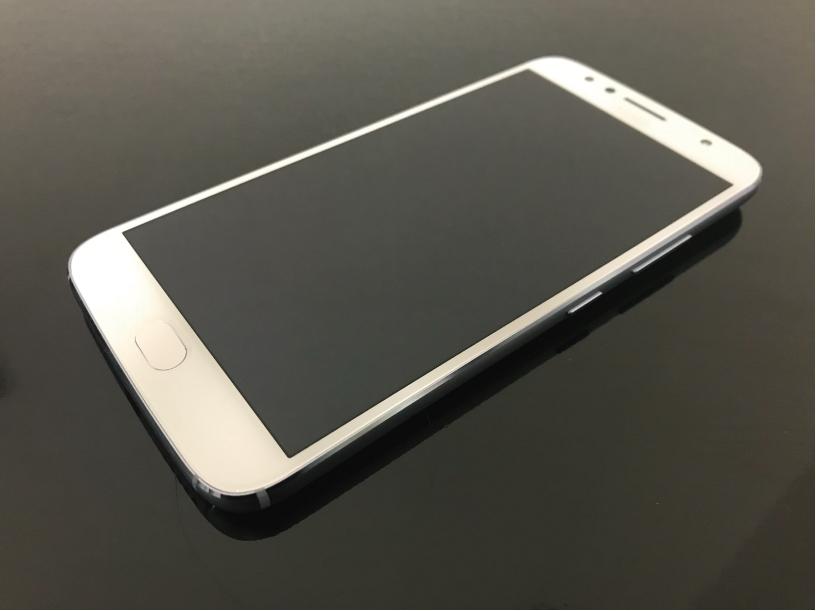 Moto G5s Plusの正面