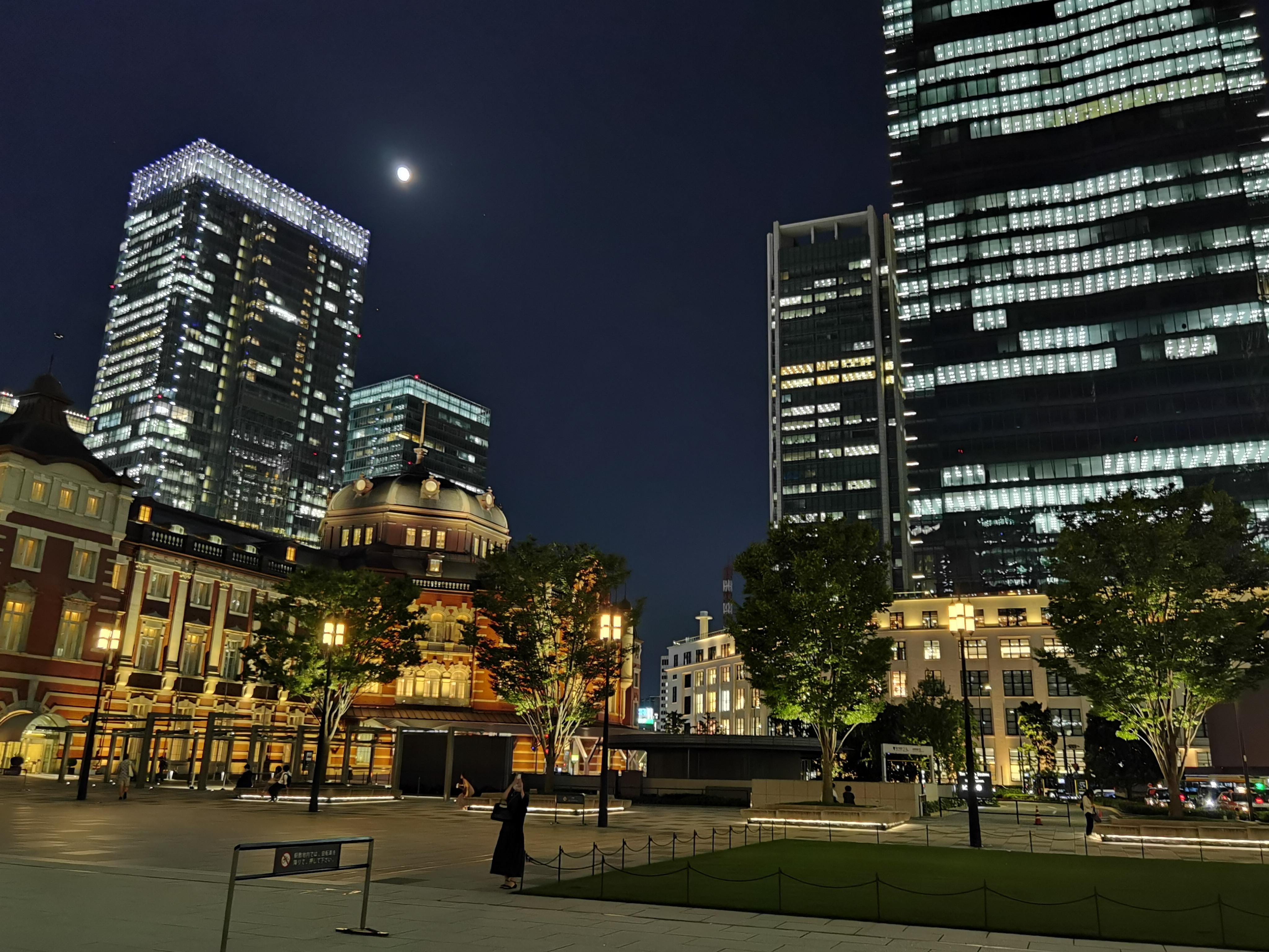 夜の東京駅普通カメラ