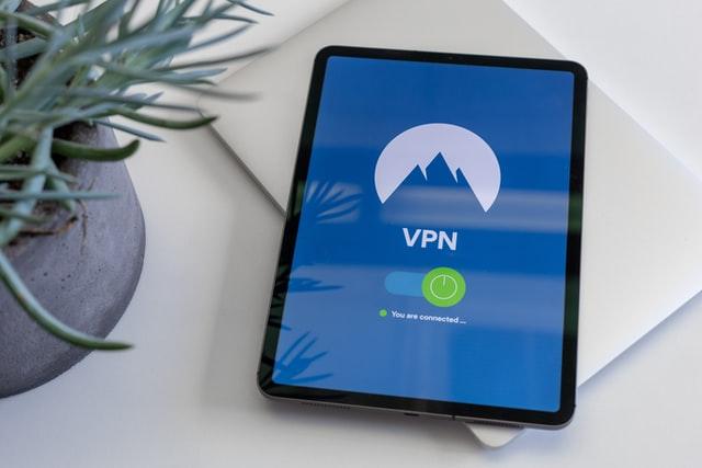 VPNと書かれたタブレット
